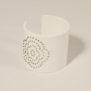 Cuff, Flower, silver dots white, 60 mm