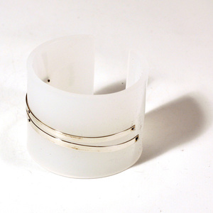 Armband Silver strips, matt vit 50 mm