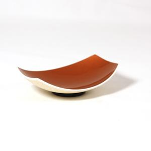 Pyöreä maustekulho strutsinmuna kullan värinen