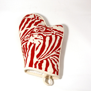 Botanical Zebra Ovenglove, Laquor Red