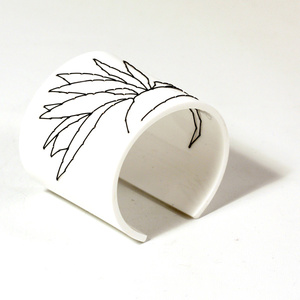 Cuff Stitched, white Strelitzia, 60 mm