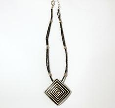 Halsband strutsägg Geometric