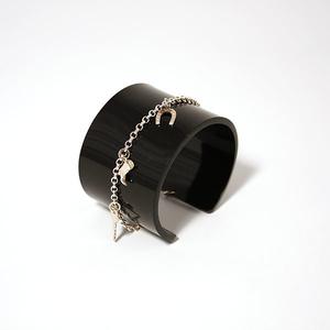 Armband svart med Berlocker i silver, 40 mm