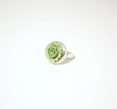 Ring in silver with green rose